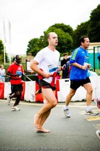 Paris-Versailles 2010 deuxième coureur pieds-nus