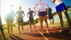 Un groupe de coureurs pieds nus lors d'une animation