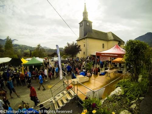 EcoTrail du Massif des Brasses 2014 - Village de 'ETMB, place du village d'Onnion.